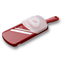 WIDE JULIENNE SLICER WITH HANDGUARD (RED)